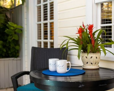 """havana Vieja"" ~ Poolside 1 Bedroom, 1 Bathroom With Community Pool! - Key West Historic District"