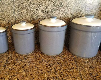 4 Kitchen Canisters