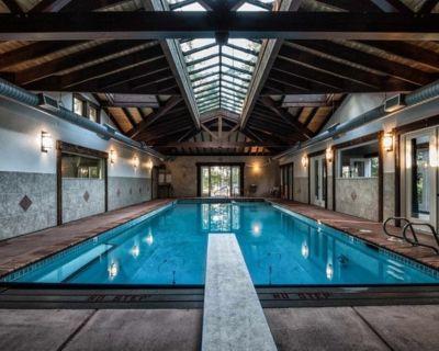 Elegant beach house, private heated pool, hot tub, private beach, shared dock - Friday Harbor