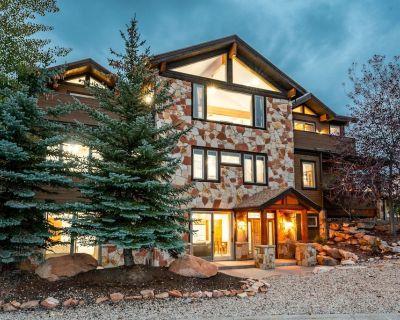 Lavish 7-Bedroom Home Near Skiing at Bear Hollow by All Seasons Resort Lodging - Bear Hollow Village