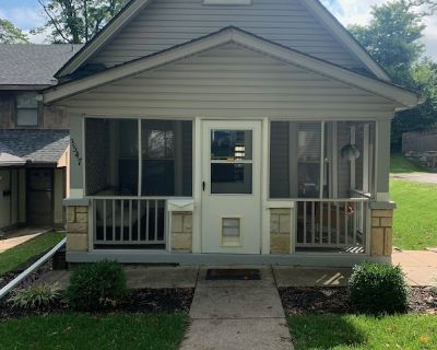 The Bell Bungalow - trendy/convenient location + close attention to design - Midtown - Westport