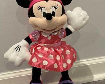 Skating Minnie