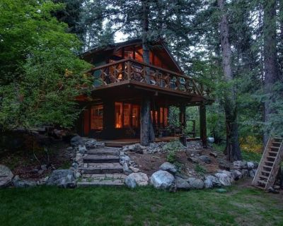 Sleeps 11. Great yard! Walking distance to Mountain Resort - Sundance