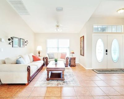 Luxury Private Getaway in Cape Coral with Pool! - Mariner