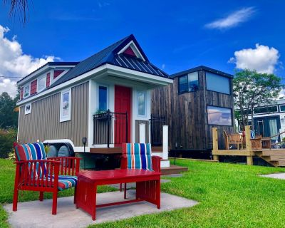 The Retreat - Adorable Tiny Home Steps From the Lake! - Northwest Orlando