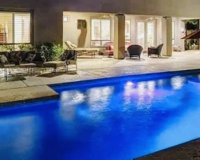 1/3 Acre ULTIMATE AIRBNB-8 beds - Indio