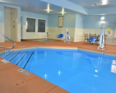 King Suite   Free Breakfast Buffet! Pool + Hot Tub Access - Northeast Heights