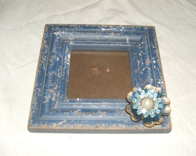 BLUE JEWELED FLOWER FRAME