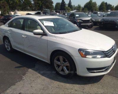 Salvage White 2013 Volkswagen Passat