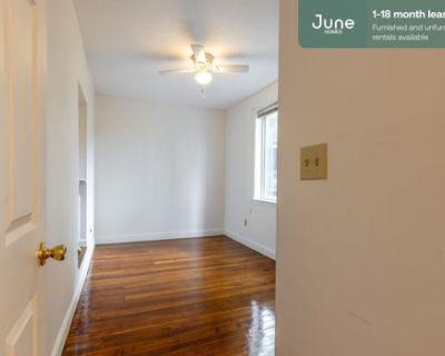 #368 Private Full Room in Brighton 4-bed / 2.0-bath apartment