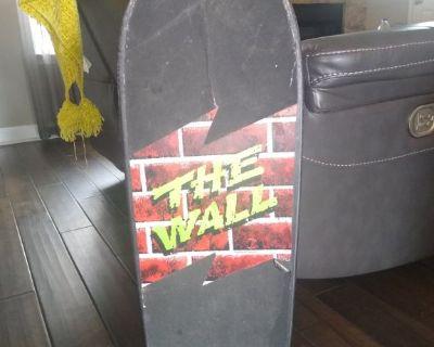 Vintage Makaha 1986 Skateboard The Wall / Concave.