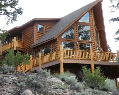 Grinning Bear Lodge at Twin Lakes offers beautiful mountain views - Twin Lakes