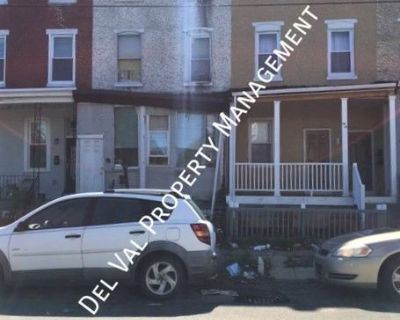Renovated Bi-level 2nd/3rd FL Apartment For Rent - 3904 Fairmount Ave, #B - Available Now in Manua!