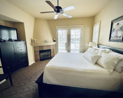 NEW LISTING in LEGACY VILLAS Centrally Located at the Main Pools! #243724 - La Quinta