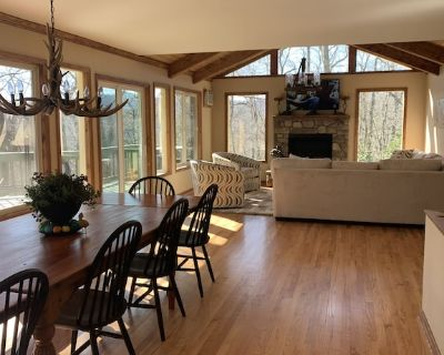 Ultimate Vacation Cottage with 6 passenger golf cart available for small fee! - Pineola
