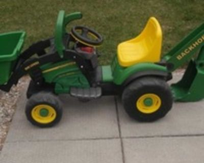 Jon Deere electric frontend loader tractor with backhoe hardly used comes with an extra brand new battery for backup! Click center of image