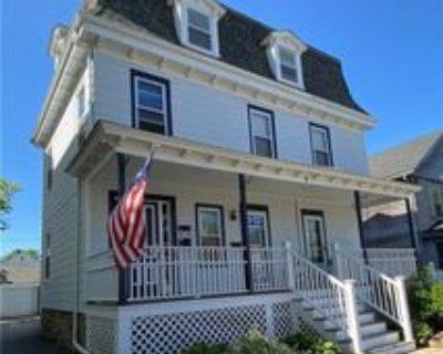 9 Narragansett Ave #2, Newport, RI 02840 3 Bedroom Apartment