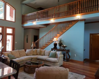 Lake Front Luxurious home - TN river access - Sugar Tree