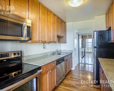 1 bedroom apartment near lake in Edgewater