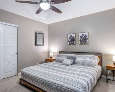 New Spacious & Updated Home + 5 Min to OLD Town - Village Grove