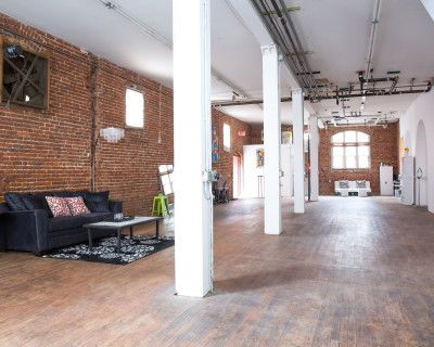 PRIVATE MEETING SPACE - w/ FREE WiFi, projector & tables/chairs, Atlanta, GA