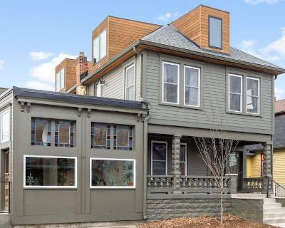 Luxurious Architect's Duplex Modern Elegance - Center Township