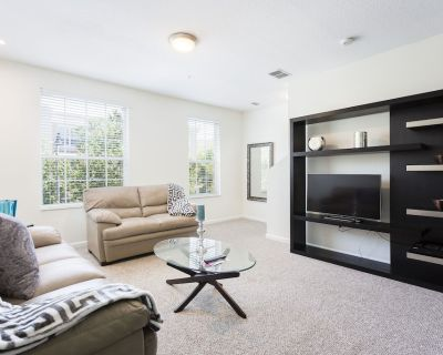 Brand new 3-story Townhome at Vista Cay Resort, Close to Supermarket - Orlando
