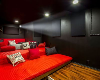NO CLEANING FEE! Underground Theater with King beds! - Wyandotte