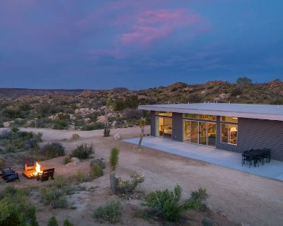 Trails End Modern - Modern Architecture With Hot Tub Amongst the Boulders - San Bernardino County