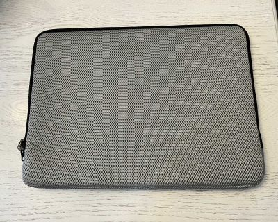 Like New Lap Top Carry Case