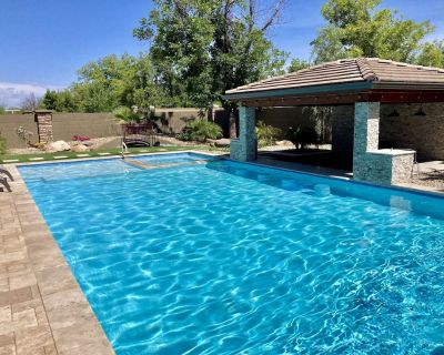Luxury 4 BR, pool/spa w/ bar, mist system, putting greens, yoga, pool table. - Villages At Queen Creek