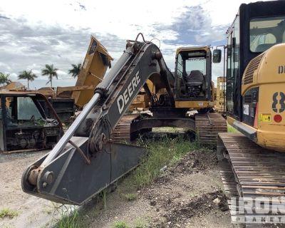 2007 John Deere 240D-LC Track Excavator