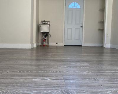 Large Private Room, Private Entrance &Private Bath