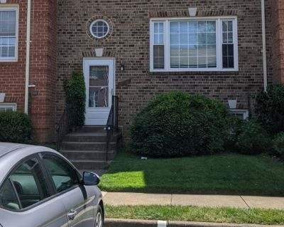 Private room with shared bathroom - Vienna , VA 22181