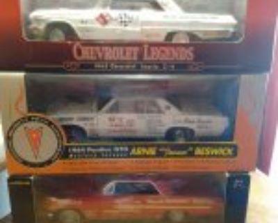 Vintage 1-18 scale steel models 64 Pontiac, 62 Pontiac Catalina, 63 Impala Z11 Simpson gloves