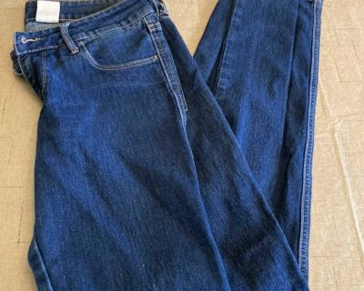 Women s Clothing H&M Jeans Size 6