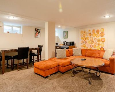 Beautiful Denver Park Hill 2 BR Apartment - North Park Hill