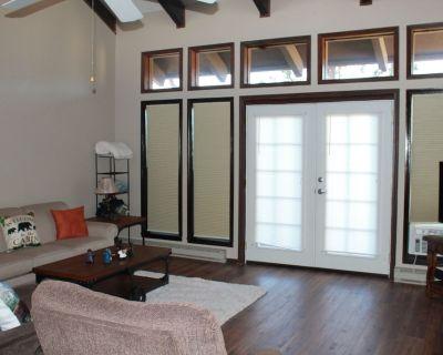 2 bedroom, 2 bathroom condo with fantastic mountain views - Ruidoso