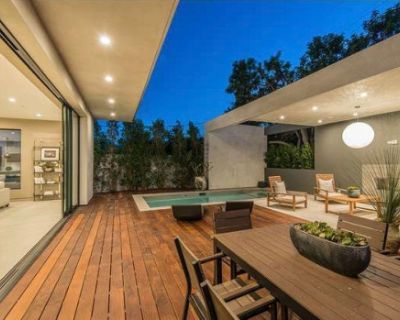 Villa Aurora -With large Roof top space ,Perfect for small Gatherings, Los Angeles, CA