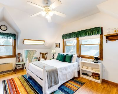 Dog-Friendly Studio with High-Speed WiFi, Firepit, and Mountain & Valley View - Mad River Valley