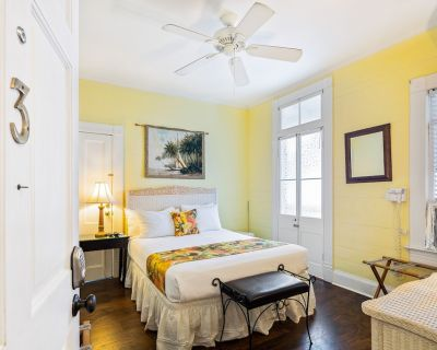 Two Adjoining Studios With Shared Pool and Central AC - Snowbirds Welcome! - Key West Historic District