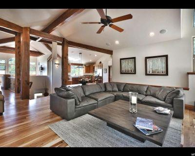 Stunning Mountainside Park City Luxury Residence - Hot Tub, Billiards Room, Gym - Pinebrook