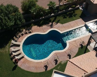 Guitar Shaped Pool ! - Bullhead City