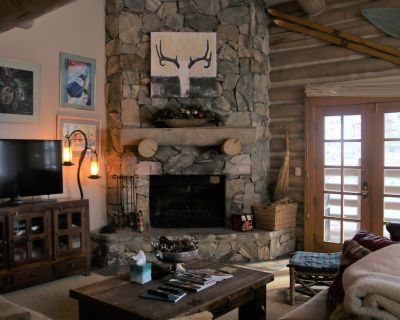 Watch your kids walk to Ski School from this 3BD/3BA Ski In/Out Town home - Park City