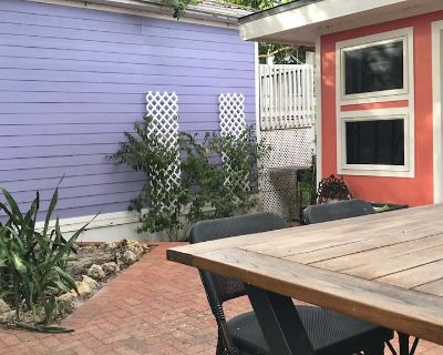 MoJoe's Cottage - Steps from the Beach! - Fort Myers Beach