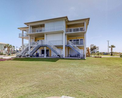 Waterfront Townhouse Steps to the Gulf w/ Elevator and Beach Chairs! - Villa Sabine Townhouses