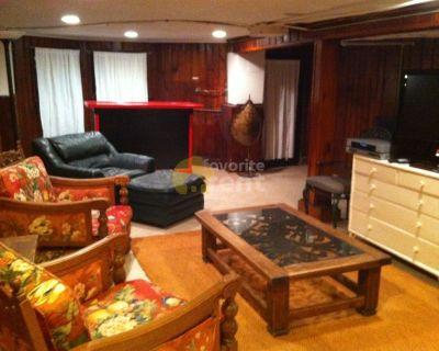 Townhouse – 3 bedrooms 1.5 bathrooms – Northwest Washington