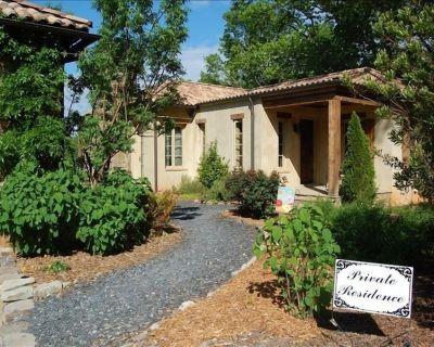 Authentic Italian Villa Overlooking Vineyard at Montaluce - Dahlonega
