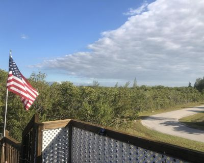 Cottage in tree tops, High View, near Boat Launch, secluded - Saint James City