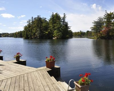 Lakeside Cabin with Great Views, Exceptional Waterfront, and Motorboat. - Town of Hermon